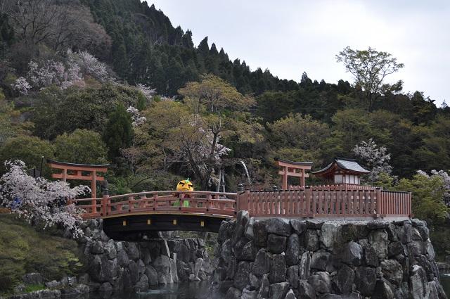 橋の上の滝ノ道ゆずる