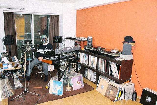 レコードや音楽機材がたくさんある世田谷スクリーム主宰・O氏の部屋