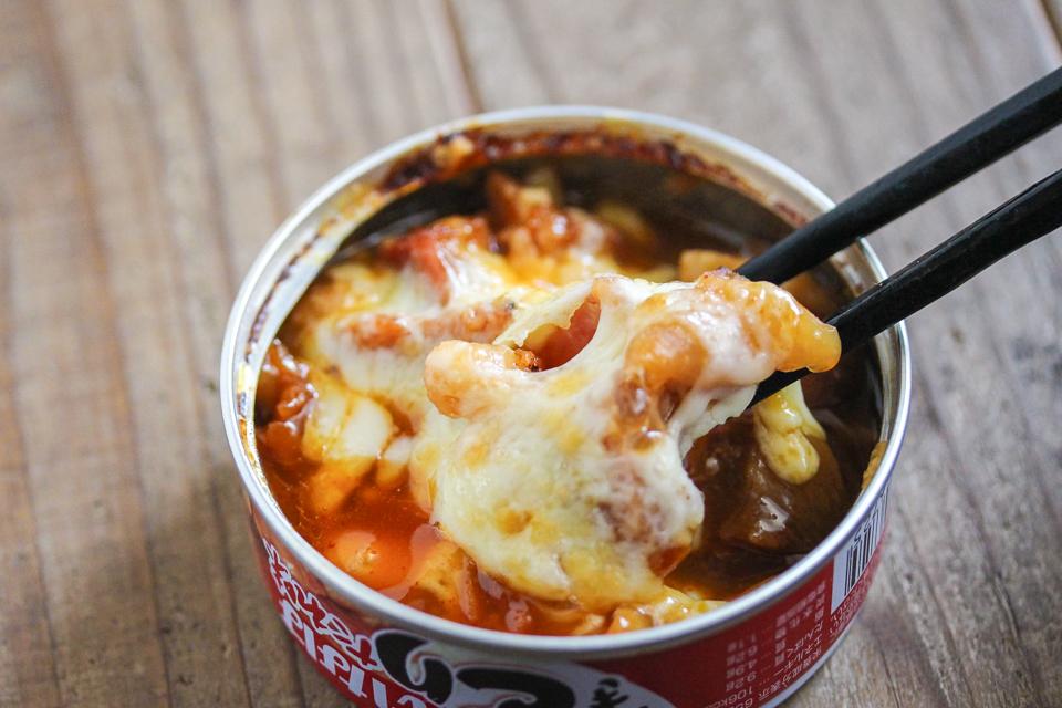 アツアツの焼き鳥缶チーズタッカルビ