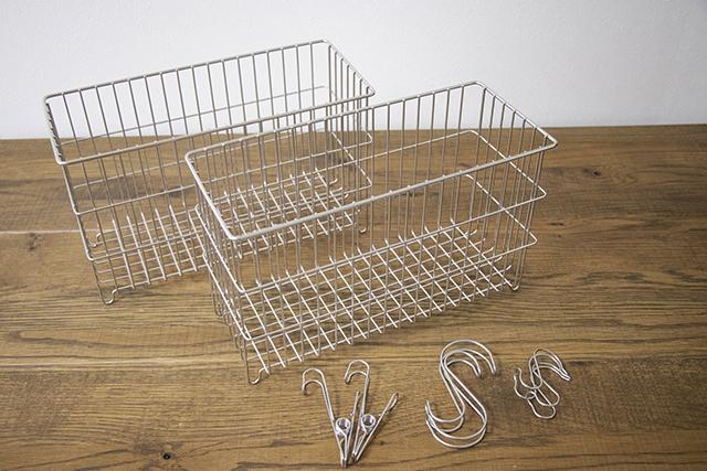 二人暮らしのお風呂収納の悩みを解決してくれるグッズ:無印良品のステンレスワイヤーラック(2個)、S字フック(大小2個ずつ)、ワイヤークリップ(2個)