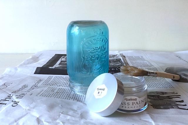 メイソンジャー風ボトルをソーラーライトにリメイクする工程:ボトル本体をガラスペイントで曇りガラス風に塗装する