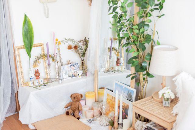 【一人暮らし × インテリア】インスタグラマーmariaさんのお部屋:キャンドルはmariaさんが大好きなアイテムの一つ。雑貨店のようにディスプレイされていて楽しい
