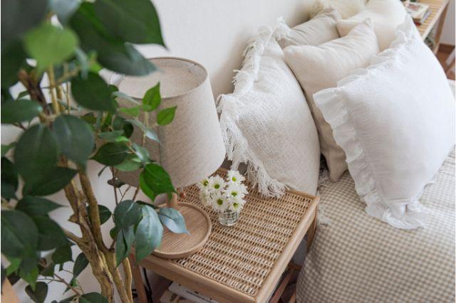 【一人暮らし × インテリア】インスタグラマーmariaさんのお部屋:IKEAのサイドテーブルと無印良品のラタン籠の蓋