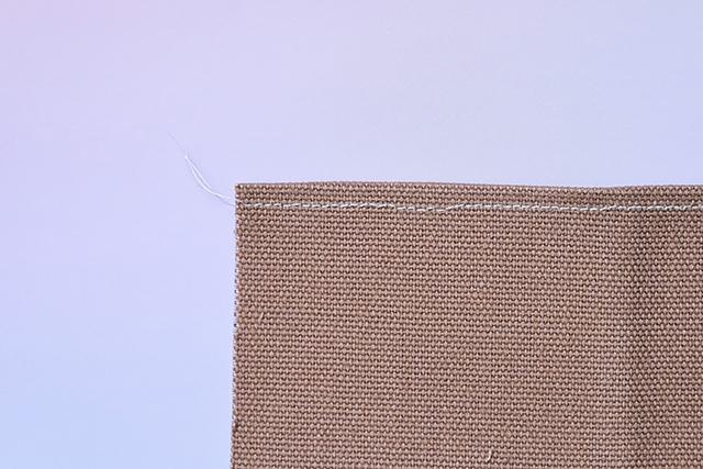 手作りサコッシュの工程:予め布にアイロンをかけ折り目をつける