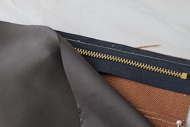 手作りサコッシュの制作工程:うち生地と縫い合わせる