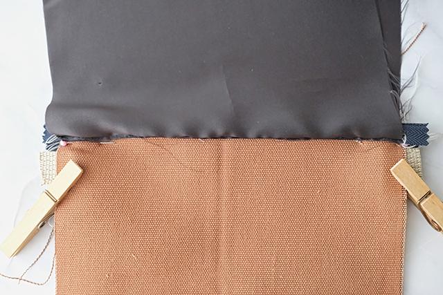 手作りサコッシュの制作工程:洗濯バサミを使う