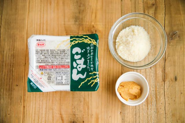 味噌とチーズのレンチンリゾットの材料