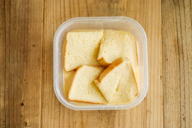 卵液にパンを浸したら、あとはレンチンするだけ!