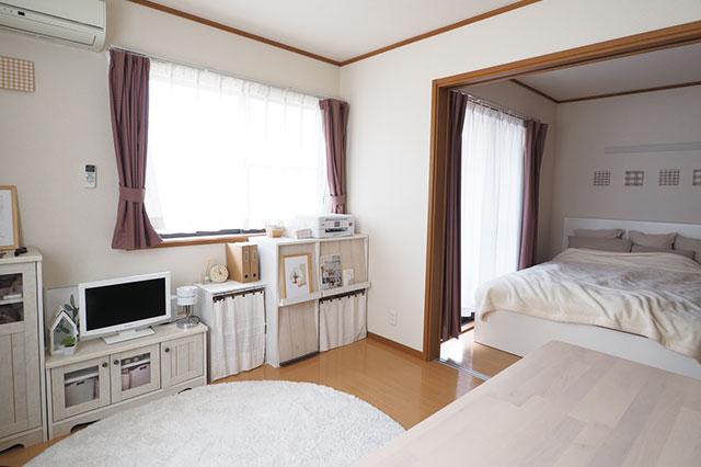 【二人暮らしの家事分担】二人暮らし中のむくりさん夫妻宅のリビングと寝室