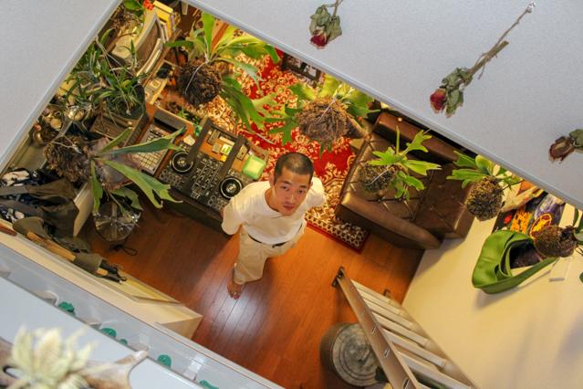 植物と好きなモノに囲まれて暮らす一人暮らし中の田中さん