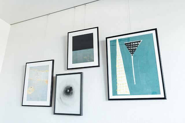 モテ賃貸物件探訪で今回紹介するハイグレードマンション「プライムメゾン板橋」の室内にあるピクチャーレール