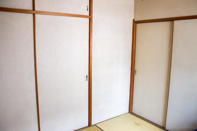 襖と押入れの間の微妙なスペース