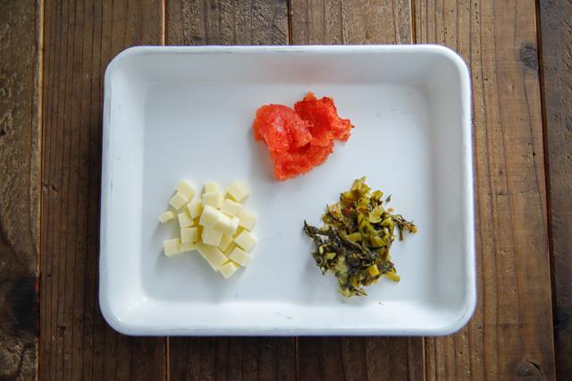 簡単!ごちそうおにぎりのレシピ_明太チーズ高菜おにぎりの具材