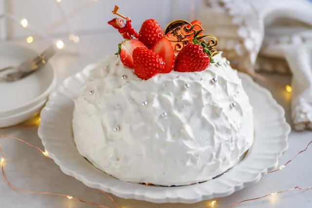 【オーブン不要】不器用さんでもかわいく作れる!超絶キュートなクリスマスの「スノードームケーキ」の裏技レシピ 完成したスノードームケーキ