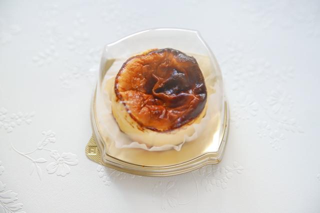 【バスチー】コンビニ・スーパー・100均の「バスクチーズケーキ」をスイーツコンシェルジュが本気で食べ比べ! セブン ローソン ミニストップ 成城石井