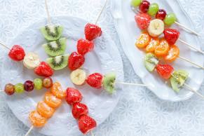 【レンジで専門店級の味】休校中に作りたい!憧れの「いちご飴」の失敗しない作り方