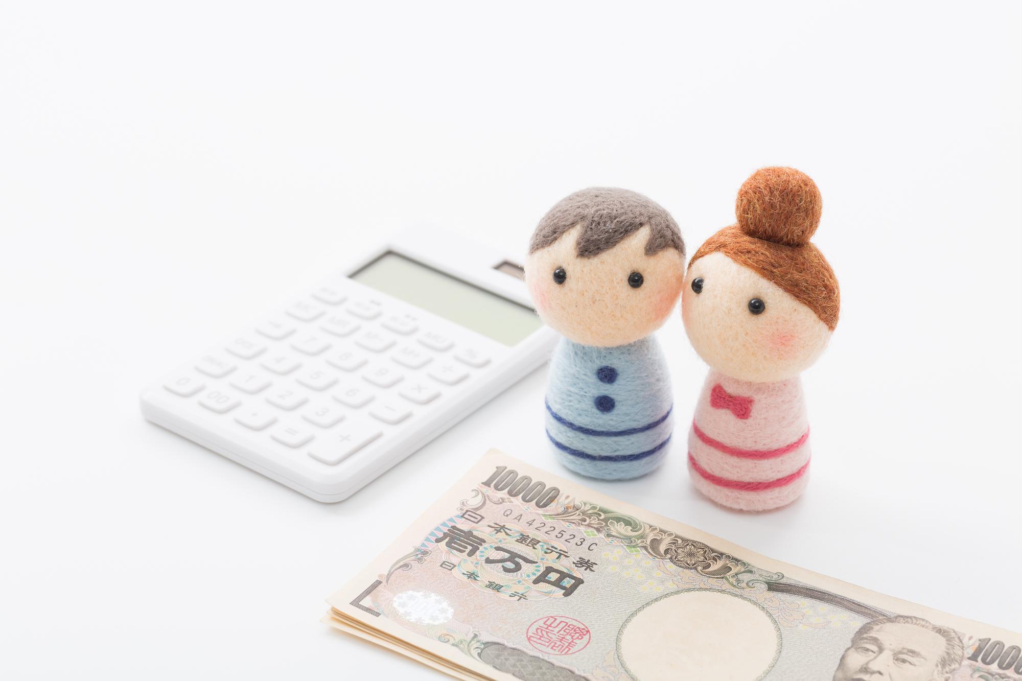 同棲費用について話し合う男女