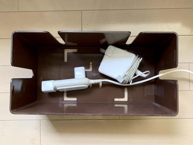 ボックスの中に保管しているアダプター