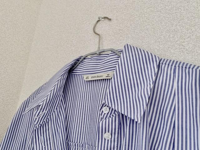 ハンガーのコーティングによって保管されている服