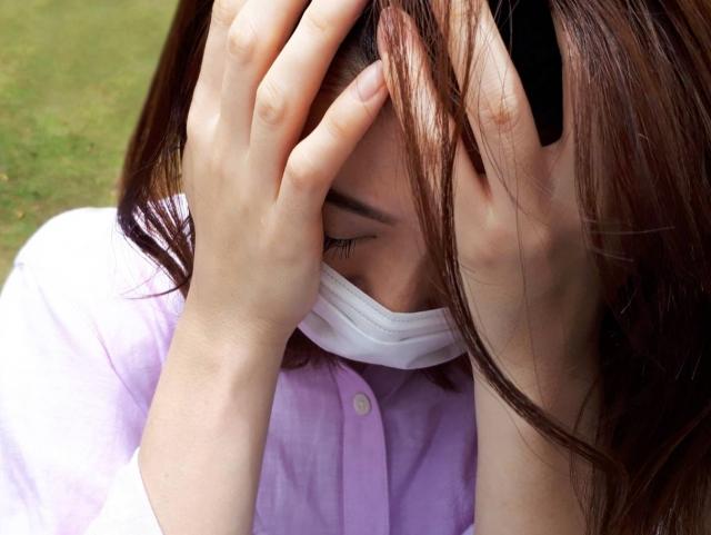 マスクの臭いをアロマで撃退!生活の木、ハッカ油などスプレー4種を美容ライターがレビュー マスクを嫌がる女性