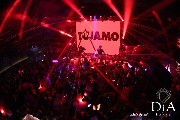 海外の名だたるビッグフェスで活躍するTUJAMO(トゥジャモ)のプレイにフロアは終始熱狂