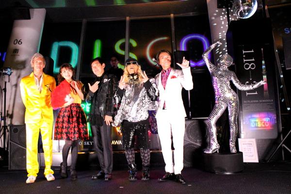 オープニングセレモニーには石田純一や鈴木奈々などが登場しディスコトークを繰り広げた