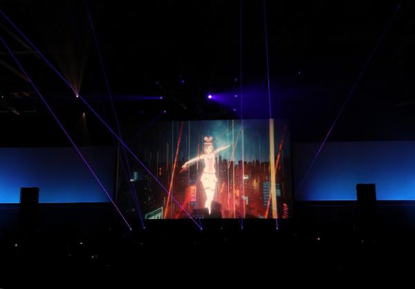 """W&WとヴァーチャルYouTuberキズナアイのコラボ曲""""The Light""""がVRの世界観で映像化"""