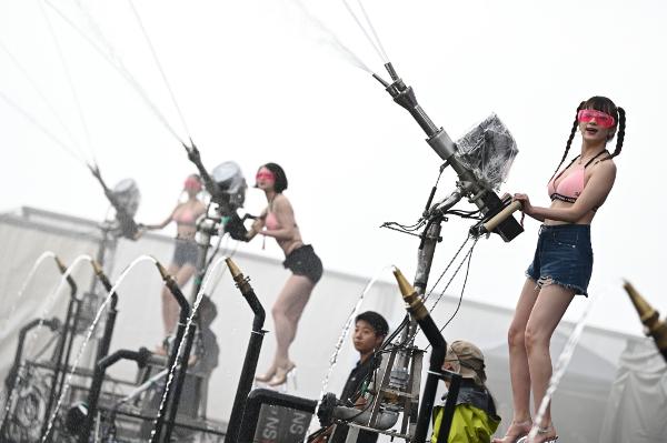 「S2O JAPAN 2019」ステージ上からは美女が放水しまくり