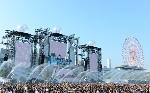 【S2O JAPANレポート】大量の水に大興奮! 青空と虹の下でずぶ濡れダンス!