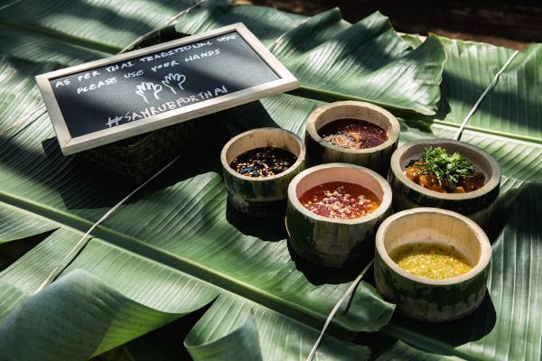 """薬用酒ヤードンや昆虫のスナックだったり、タイならではの珍味が楽しめる""""Thailand Young Farmars"""""""