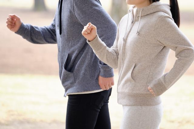 【一人暮らしビギナー向け医療コラム】筋トレや運動後の筋肉痛がひどい!原因や治し方を医師が解説 ランニングする人