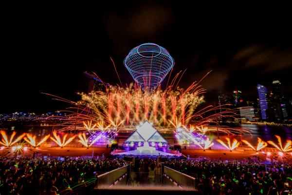 シンガポールThe Float @ Marina Bayで開催された「STAR ISLAND SINGAPORE COUNTDOWN EDITION 2019-2020」の様子①