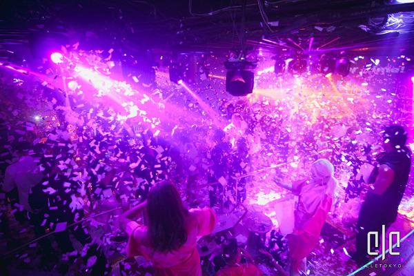 イビサ発祥の『elrow』のような紙吹雪が飛び交うパーティー