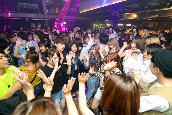 渋谷WOMBで日曜日に開催している『NESTAL』というKポップのイベントも盛り上がってきた