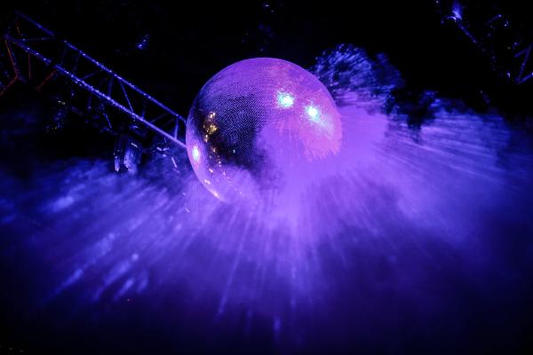 渋谷WOMBアジア最大級のミラーボール
