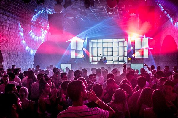 Culture Club Revelin(カルチャークラブ・レヴェリン)の巨大LEDスクリーン