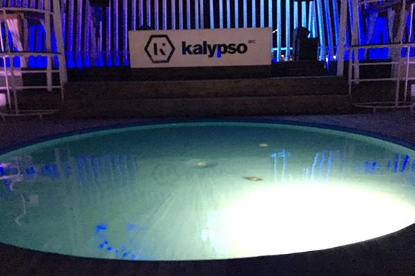 「パグ島」の人気クラブ「KALYPSO(カリプソ)」のプールエリア