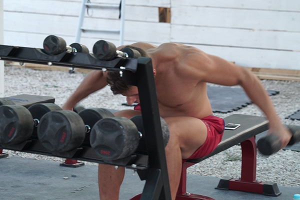 「パグ島」ズルチェビーチ内にあるトレーニングジム
