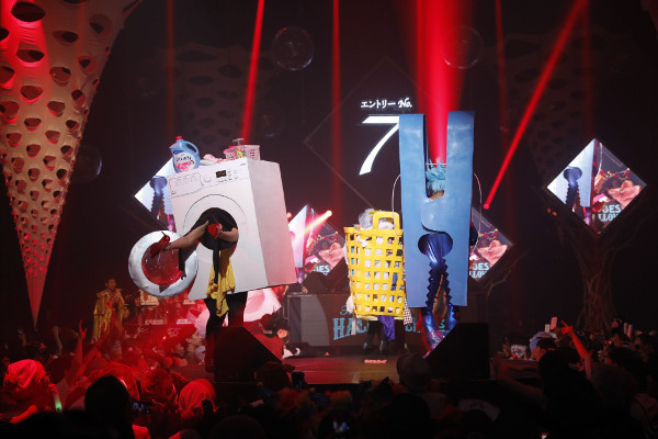「ageHalloween17」大仮装コンテストでチャンピオンに輝いた「ランドリーモンスター」