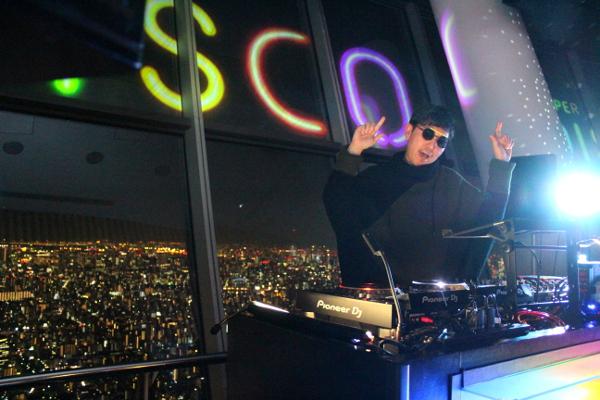 2/9(金)に開催された「SUPER SKYTREE® DISCO」にトップバッターとして登場した☆Taku Takahashi