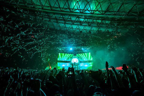 幕張&神戸で3万人を動員しフェスさながらに盛り上がったZEDD(ゼッド)の「ECHO TOUR」