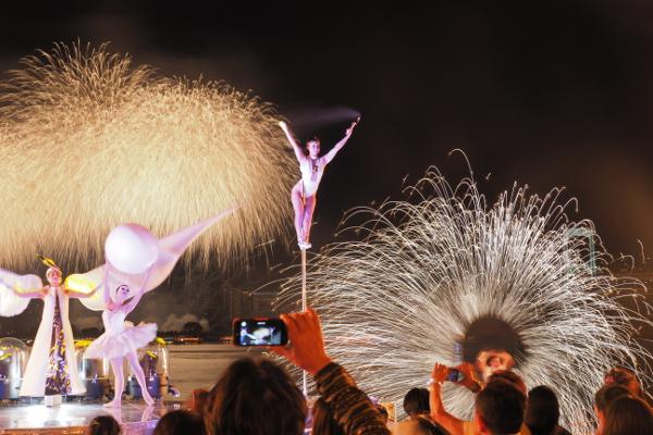 花火と音楽、パフォーマンスを掛け合わせた様々な演出で観客の心を惹きつける「STAR ISLAND(スターアイランド)」