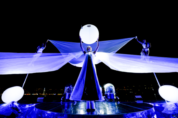 3Dサウンドやライティングを駆使した幻想的なショーも人気のひとつとなっている「STAR ISLAND(スターアイランド)」