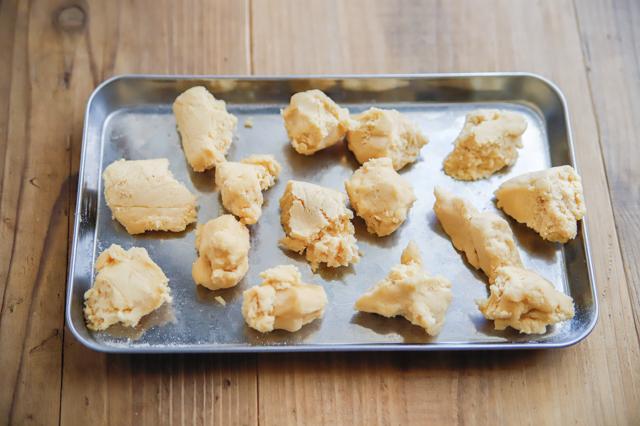 【ホラー×スイーツ】ハロウィンにおすすめ!?超リアルな「血みどろ指クッキー」の作り方 レシピ グロ お菓子 映えスイーツ