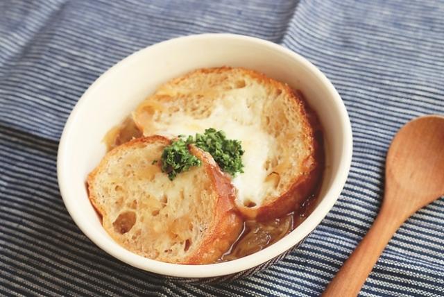 ▲玉ねぎの甘味が溶け込む上品なスープ。アツアツを召し上がれ!